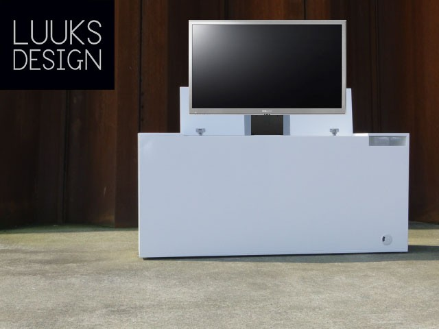 Strakke tv kast met lift | luuksdesign.nl